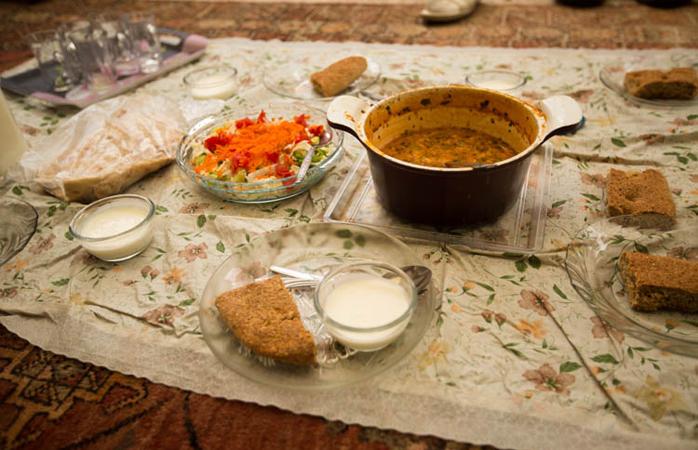 Eine typisch iranische Mahlzeit zu Hause.© sunriseOdyssey