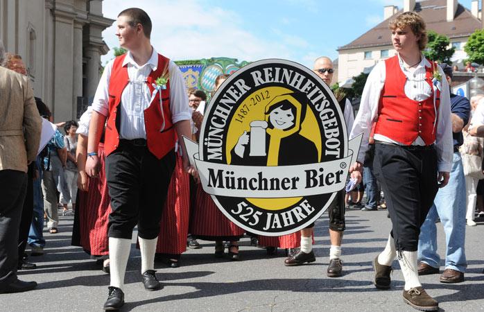 Feier der Geburt des wahren Bieres beim Oktoberfest!