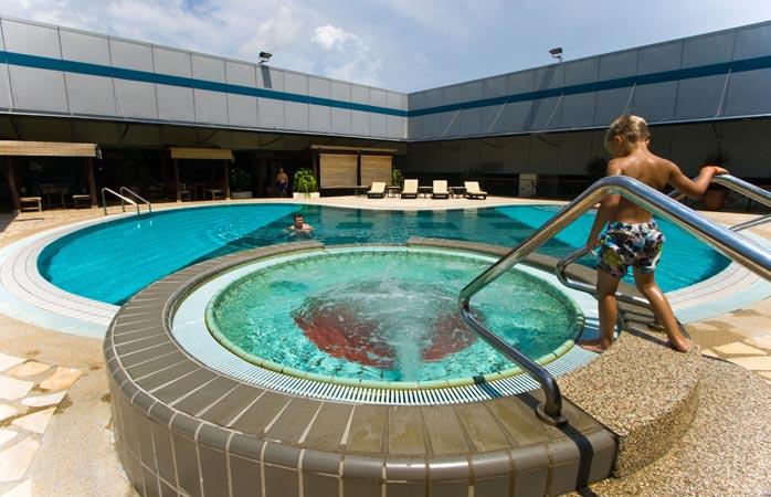 Der Pool am Flughafen Changi. Überbrück die Wartezeit mit einem erfrischenden Bad