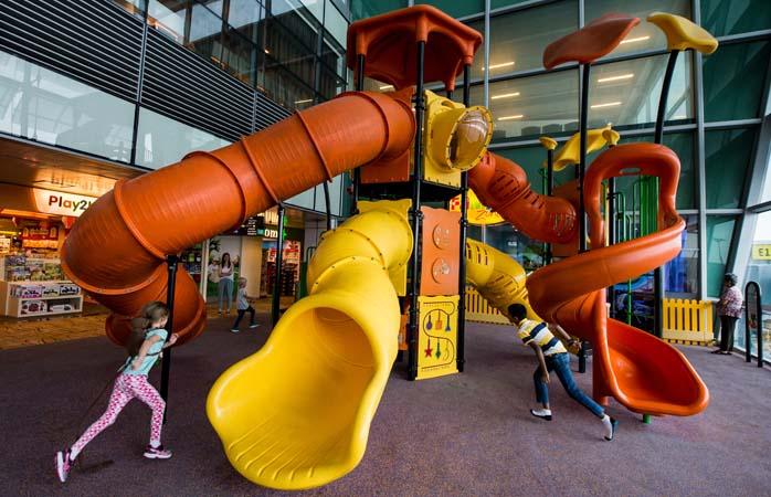 Am Flughafen Singapur. Es ist für Kinder, also komm nicht auf komische Gedanken