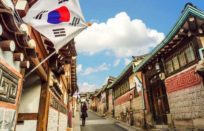 Das Hanok-Dorf Bukchon in Seoul – ein Zwischenstopp auf der Tour ab dem internationalen Flughafen Incheon