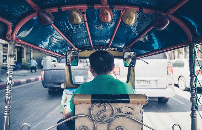 Taxifahrer in Bangkok erwarten kein Trinkgeld, haben aber sicherlich nichts dagegen einzuwenden, wenn du den Preis nach der Fahrt um ein paar Baht aufrundest