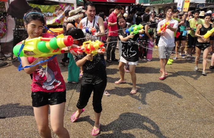 Wasserpistolen sind Favorit für Wasserschlachten