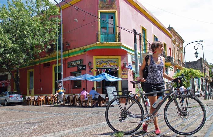 Zu Besuch im farbenfrohen Stadtviertel La Boca in Buenos Aires, Argentinien