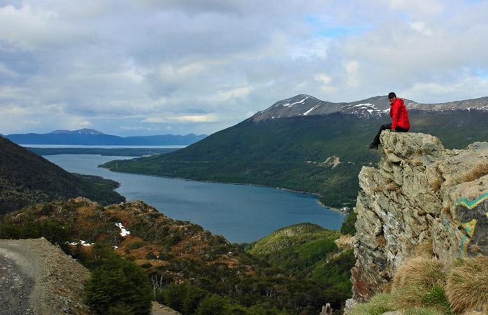 Sissi genießt am ersten Tag ihrer Fahrradtour den Blick auf die Tierra del Fuego in Argentinien