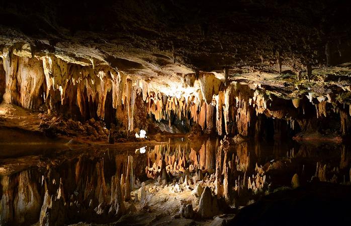 Eine der schönsten Trofsteinhöhle in Deutschland ist die Tiefenhöhle in Laichingen.png