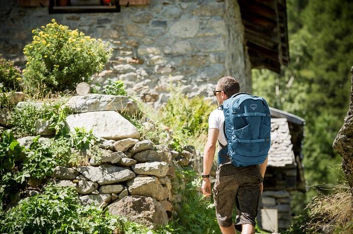 Osprey Farpoint 40 - Handgepäck Rucksack für Backpacker und Outdoor-Liebhaber