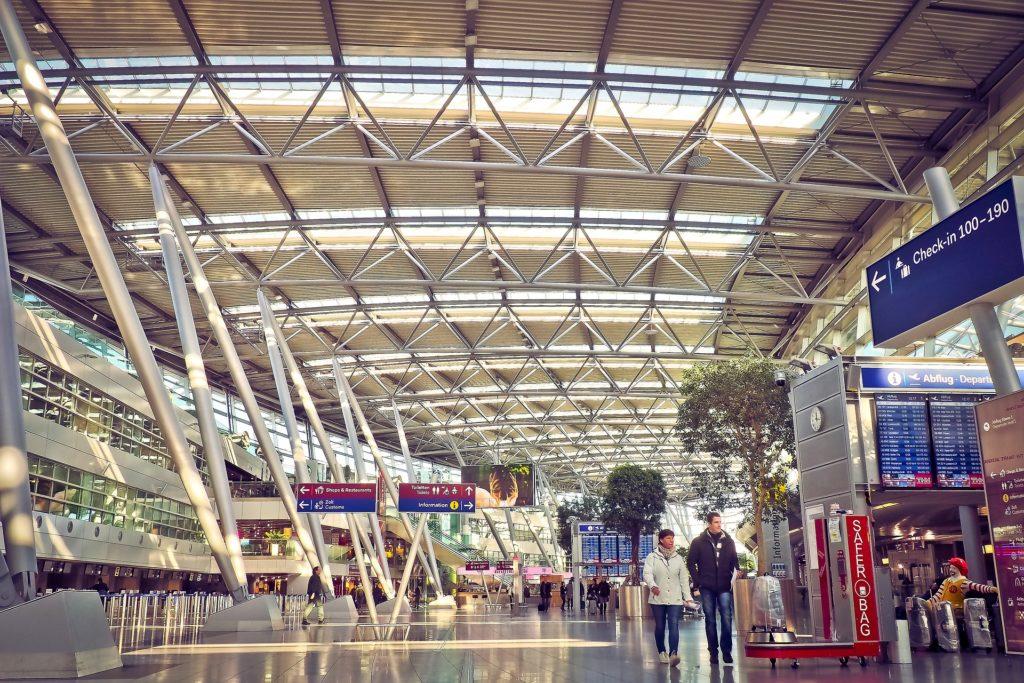 Flughafen Check-in Abflug Halle