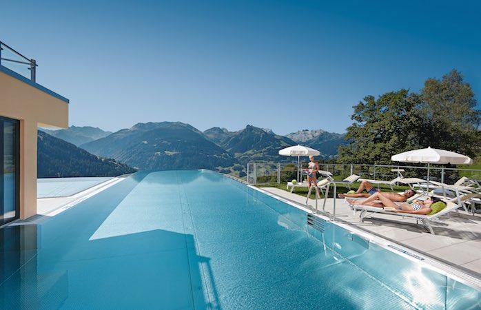 Skypool Montafon - Infinity Pool Ferienhotel Fernblick