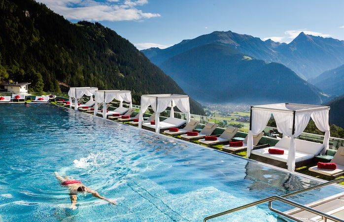 Infinity Pool vom Stock Resort, Österreich