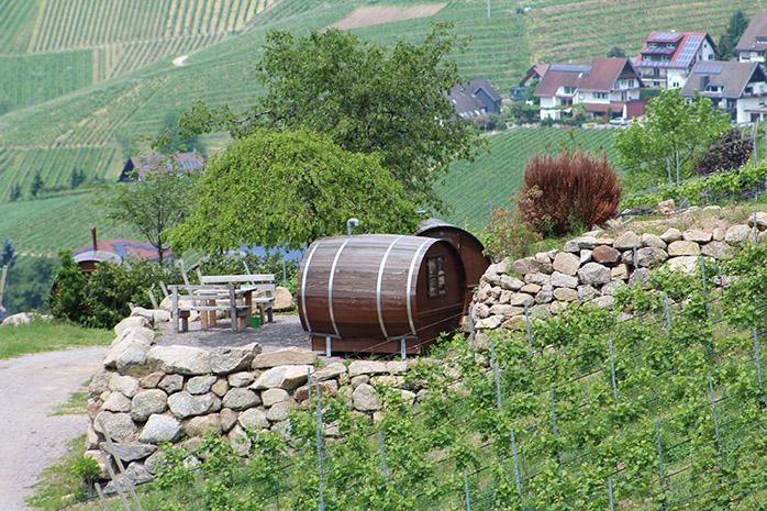 Camping im Weinfass