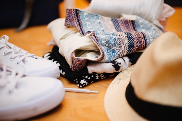 Kleidung zum Anpassen auf Reisen