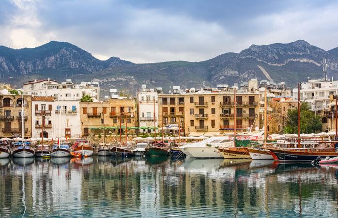 Neben fantastischen Tauchgründen bietet Zypern wunderschöne Landschaften und malerische Städte